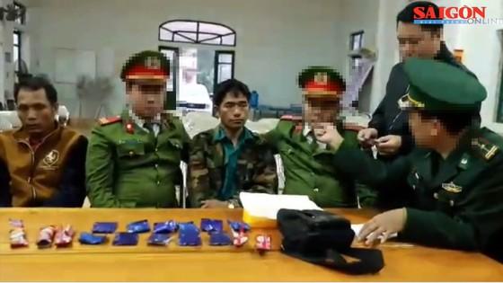 Bắt quả tang 2 đối tượng quốc tịch Lào vận chuyển hơn 2.000 viên ma túy vào Việt Nam ảnh 1