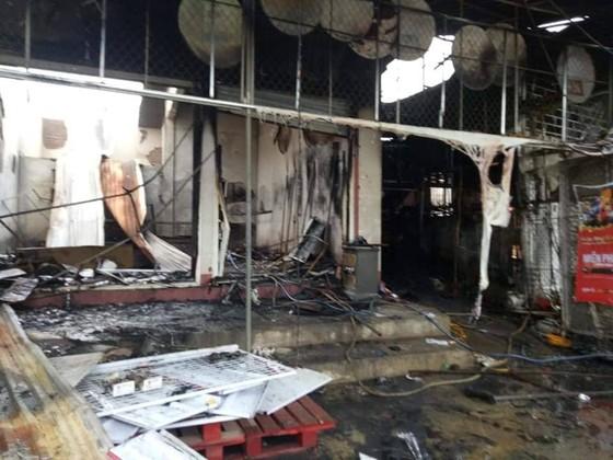 CLIP: Ba nhà dân ở Hà Tĩnh bị cháy rụi trong đêm ảnh 9