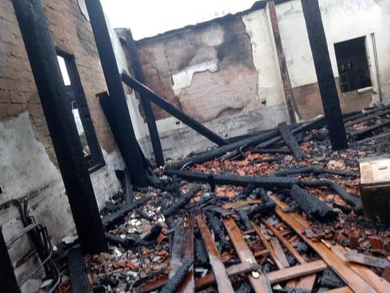 CLIP: Ba nhà dân ở Hà Tĩnh bị cháy rụi trong đêm ảnh 8
