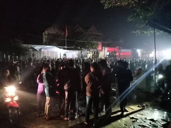 CLIP: Ba nhà dân ở Hà Tĩnh bị cháy rụi trong đêm ảnh 5