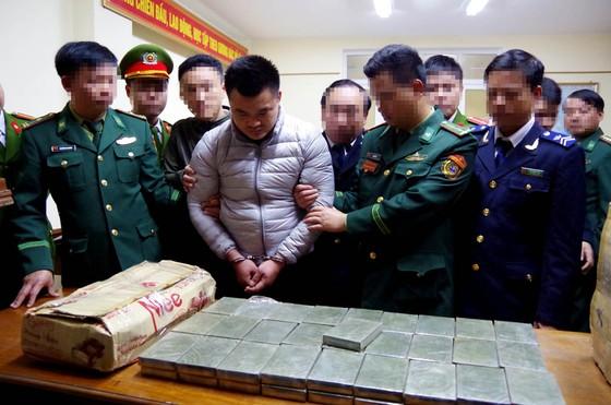 Bắt quả tang đối tượng vận chuyển 120 bánh heroin ảnh 4