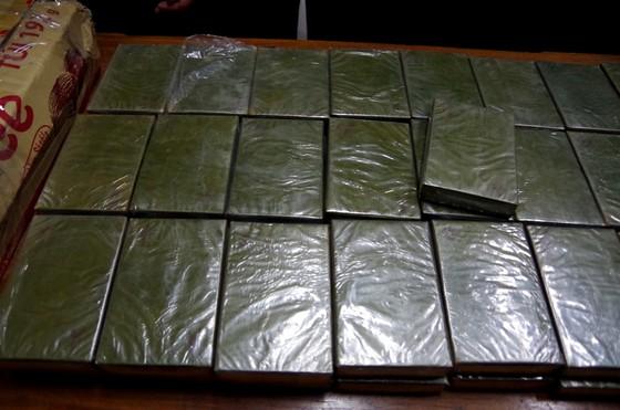 Bắt quả tang đối tượng vận chuyển 120 bánh heroin ảnh 1