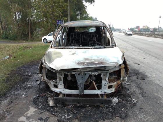 Cháy xe ô tô trên quốc lộ 1 ở Hà Tĩnh ảnh 3