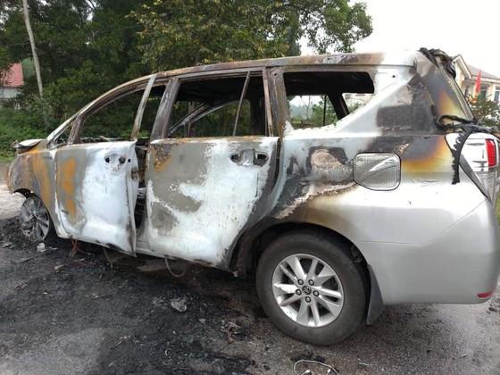 Cháy xe ô tô trên quốc lộ 1 ở Hà Tĩnh ảnh 2
