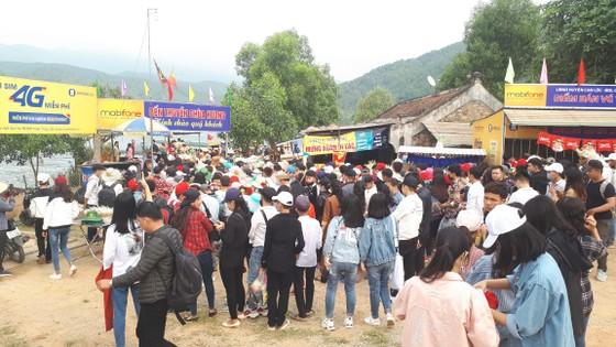 Ngày khai hội chùa Hương Tích thu hút đông đảo du khách ảnh 4
