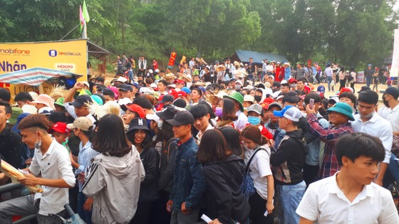 Ngày khai hội chùa Hương Tích thu hút đông đảo du khách ảnh 3