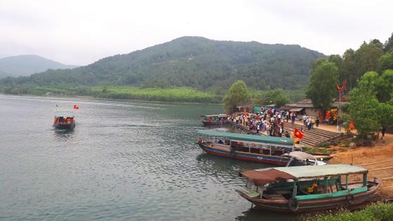 Ngày khai hội chùa Hương Tích thu hút đông đảo du khách ảnh 5