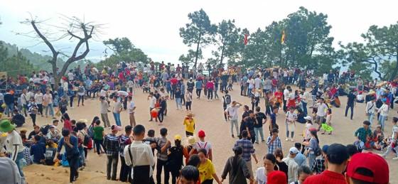 Ngày khai hội chùa Hương Tích thu hút đông đảo du khách ảnh 1