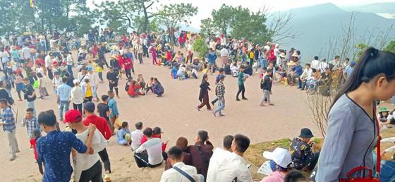 Ngày khai hội chùa Hương Tích thu hút đông đảo du khách ảnh 9