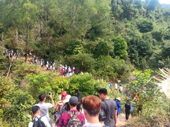 Ngày khai hội chùa Hương Tích thu hút đông đảo du khách ảnh 7