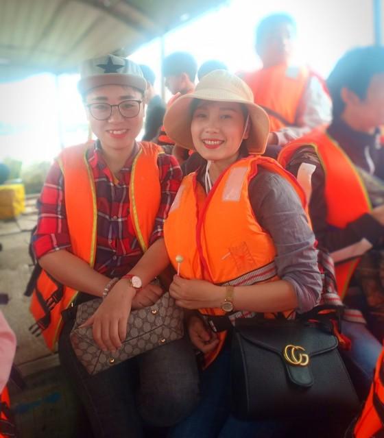 Ngày khai hội chùa Hương Tích thu hút đông đảo du khách ảnh 8