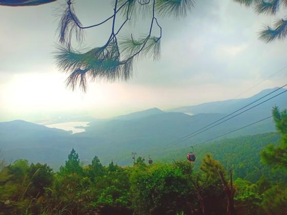 Ngày khai hội chùa Hương Tích thu hút đông đảo du khách ảnh 2