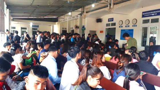 Hàng ngàn người dân Hà Tĩnh làm hộ chiếu đi lao động nước ngoài ảnh 1