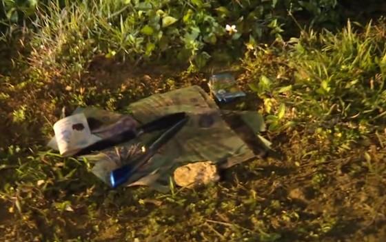 Vụ ôm súng cố thủ trong ô tô, thêm một đối tượng ra đầu thú sau khi lẩn trốn lên rừng ảnh 6
