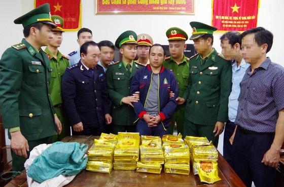 Hà Tĩnh: Khen thưởng các đơn vị triệt phá đường dây ma túy xuyên quốc gia ảnh 4