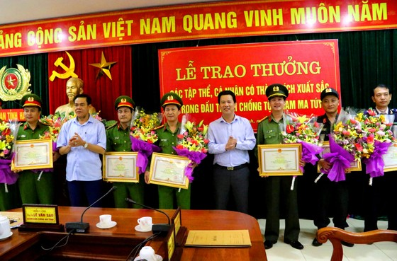 Hà Tĩnh: Khen thưởng các đơn vị triệt phá đường dây ma túy xuyên quốc gia ảnh 1