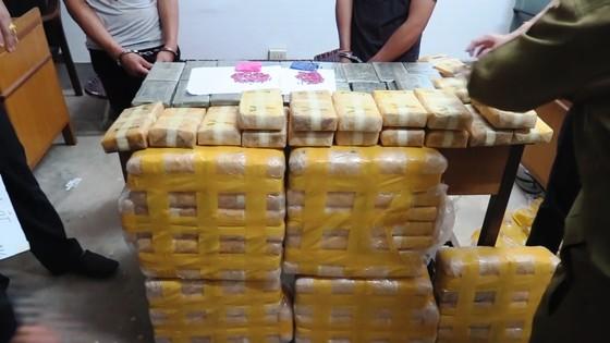 CLIP: Chặt đứt đường dây vận chuyển 600.000 viên ma túy và 36 bánh heroin từ Lào về Việt Nam ảnh 2