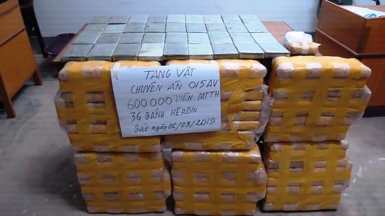 CLIP: Chặt đứt đường dây vận chuyển 600.000 viên ma túy và 36 bánh heroin từ Lào về Việt Nam ảnh 4