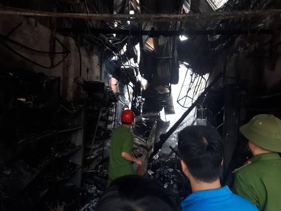 Cháy lớn tại Hà Tĩnh, nhiều nhà dân cùng tài sản bị thiêu rụi   ảnh 1