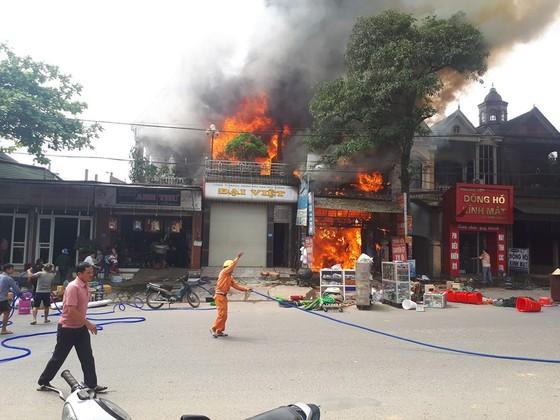 Cháy lớn tại Hà Tĩnh, nhiều nhà dân cùng tài sản bị thiêu rụi   ảnh 11