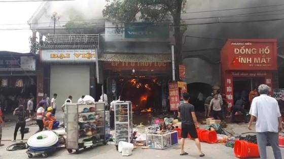 Cháy lớn tại Hà Tĩnh, nhiều nhà dân cùng tài sản bị thiêu rụi   ảnh 6