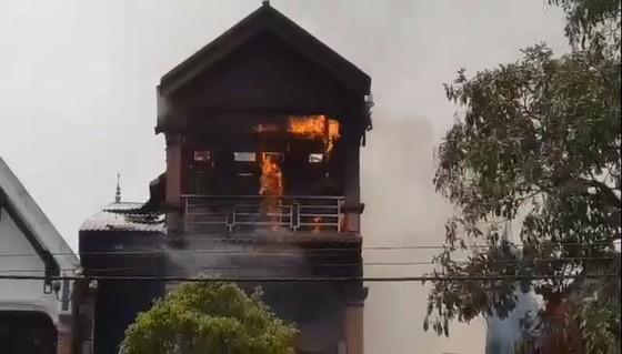 Cháy lớn tại Hà Tĩnh, nhiều nhà dân cùng tài sản bị thiêu rụi   ảnh 3