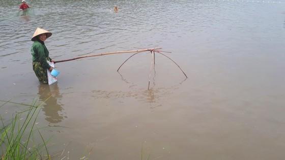 """Hàng ngàn người dân nô nức tham gia lễ hội đánh cá """"độc nhất"""" ở Hà Tĩnh ảnh 13"""