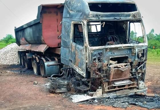 Thêm xe ô tô bốc cháy ở Hà Tĩnh  ảnh 1