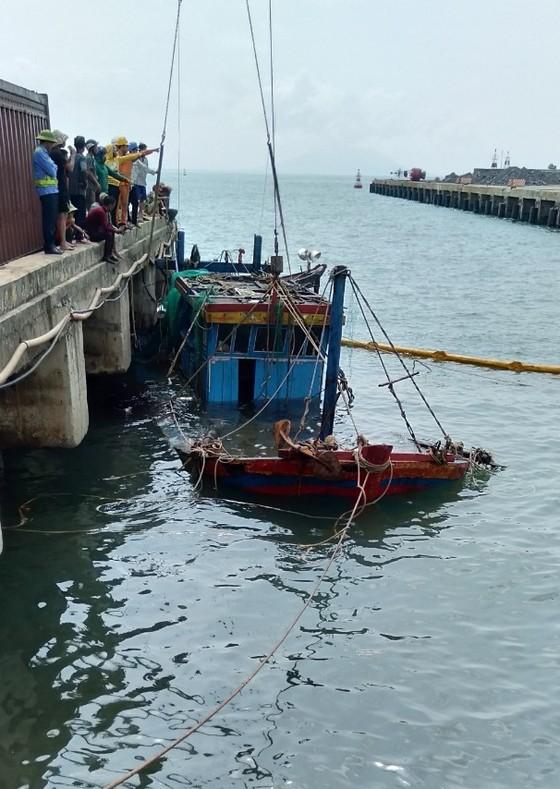 Hai tàu cá của ngư dân bị chìm ở khu vực cảng biển Vũng Áng ảnh 3