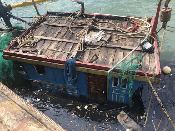 Hai tàu cá của ngư dân bị chìm ở khu vực cảng biển Vũng Áng ảnh 4