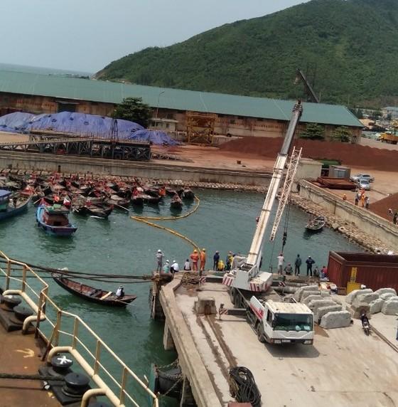 Hai tàu cá của ngư dân bị chìm ở khu vực cảng biển Vũng Áng ảnh 6