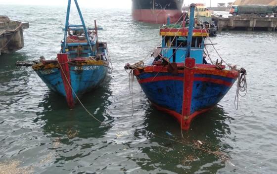 Đã trục vớt thành công 2 tàu bị chìm ở cảng biển Vũng Áng ảnh 1