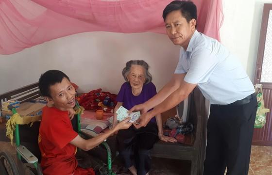 Báo SGGP trao 21 triệu đồng cho các gia đình khó khăn ở Hà Tĩnh ảnh 1