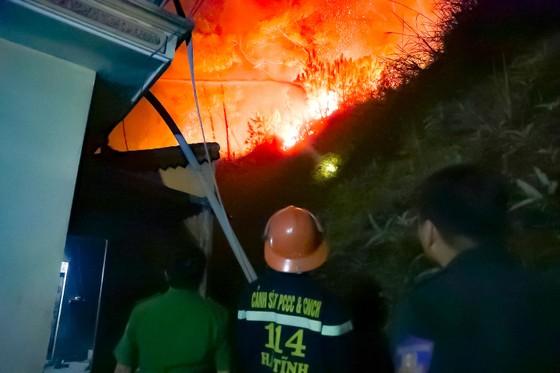 Điều tra, làm rõ nguyên nhân để xảy ra các vụ cháy rừng ở Hương Sơn, Hà Tĩnh ảnh 1