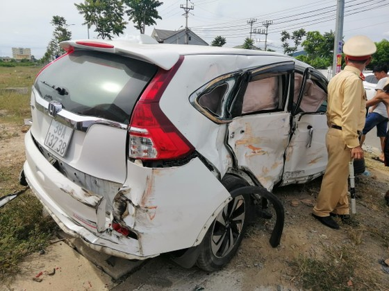 Va chạm giữa xe khách và ô tô 7 chỗ khiến 2 người bị thương ảnh 10