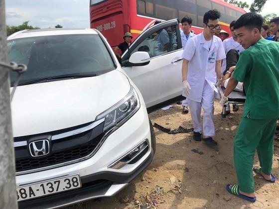 Va chạm giữa xe khách và ô tô 7 chỗ khiến 2 người bị thương ảnh 13