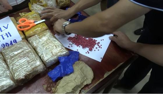 Triệt phá vụ vận chuyển 62.000 viên ma túy từ Lào về Việt Nam ảnh 2
