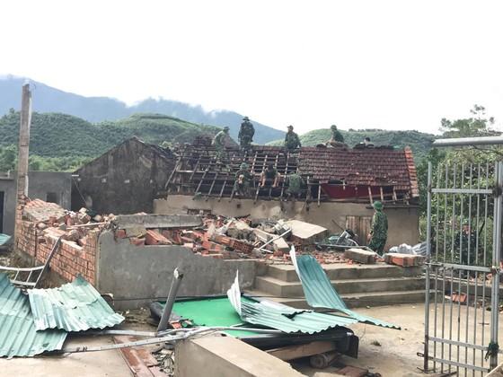 Giúp các hộ dân sớm khắc phục thiệt hại do lốc xoáy ở Hà Tĩnh ảnh 2