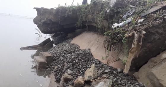 Đê chắn sóng ven biển ở Hà Tĩnh bị sạt lở sau mưa lũ ảnh 5