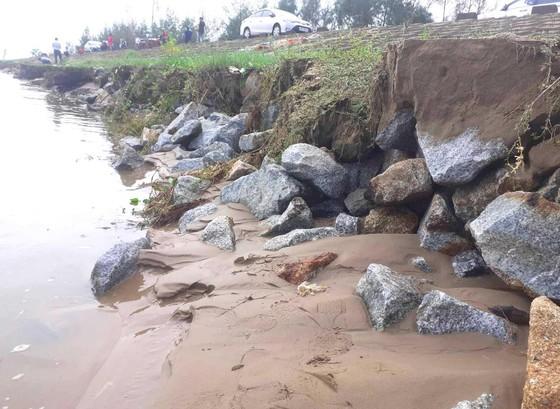Đê chắn sóng ven biển ở Hà Tĩnh bị sạt lở sau mưa lũ ảnh 3