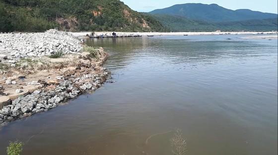 Khắc phục sự cố sạt lở đê biển xung yếu ở Hà Tĩnh ảnh 13