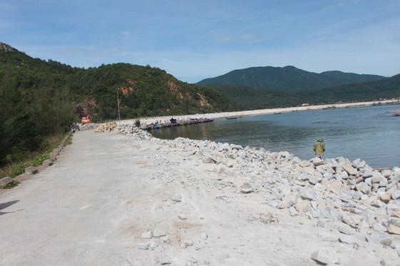 Khắc phục sự cố sạt lở đê biển xung yếu ở Hà Tĩnh ảnh 10