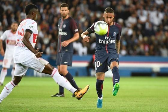 Neymar (phải) có thể được nghỉ ngơi để chuẩn bị cho trận đấu ở vòng bảng Champions League vào giữa tuần tới.