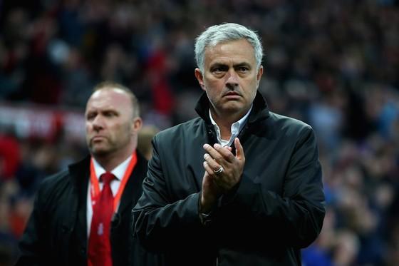 Jose Mourinho cố giảm áp lực lên cầu thủ Man.United. Ảnh: Getty Images