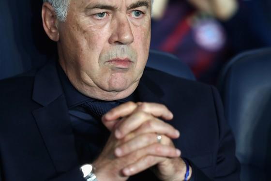 HLV Carlo Ancelotti trong trận thua Paris SG 0-3 tại Paris. Ảnh: Getty Images
