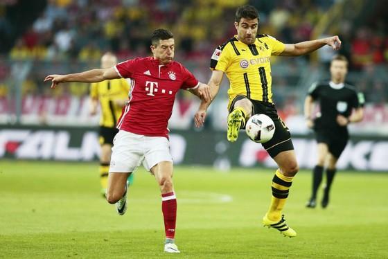 Sự trở lại của Robert Lewandowski (trái) sẽ tiếp thêm sức mạnh cho hàng công của Bayern Munich trong trận gặp Dortmund. Ảnh: Getty Images