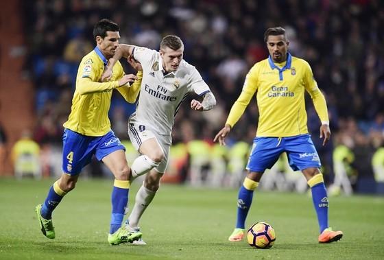 Real (trắng) cần tìm lại chiến thắng trước Las Palmas. Ảnh: Getty Images
