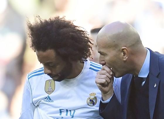 Marcelo (trái) nguyện bảo vệ Zidane cho đến chết. Ảnh Getty Images.