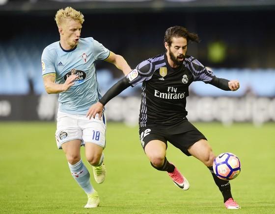 Real (đen) sẽ gặp khó khăn trước Celta. Ảnh: Getty Images
