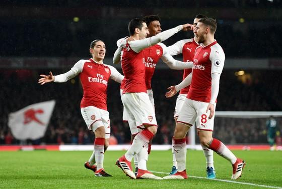 Aaron Ramsey (phải) và đồng đội đã làm nên trận đấu hoàn hảo trước Everton. Ảnh: Getty Images